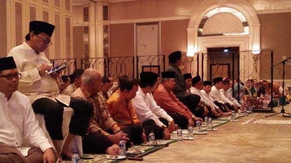 Buka Puasa Alumni, Antara Silaturahmi Dan KepoMantan